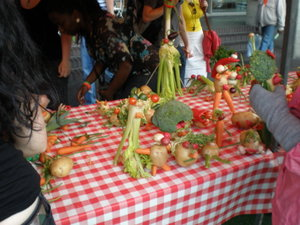 Vegetable_tent_national_theatre_3